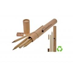 Cilindro reciclado que incluye una pluma, un lapiz y un sacapuntas