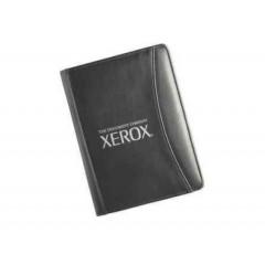 Padfolio de cuerina, sencillo, con porta identificación, elastico para pluma